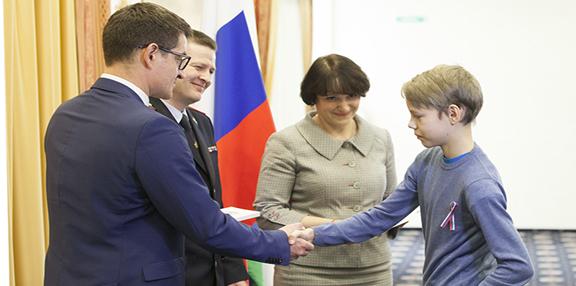 Юные жители округа в торжественной обстановке получили паспорта гражданина России