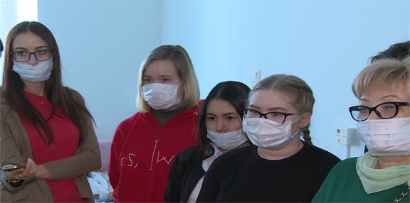 Школьники Нарьян-Мара в рамках профориентации посетили родильное отделение больницы